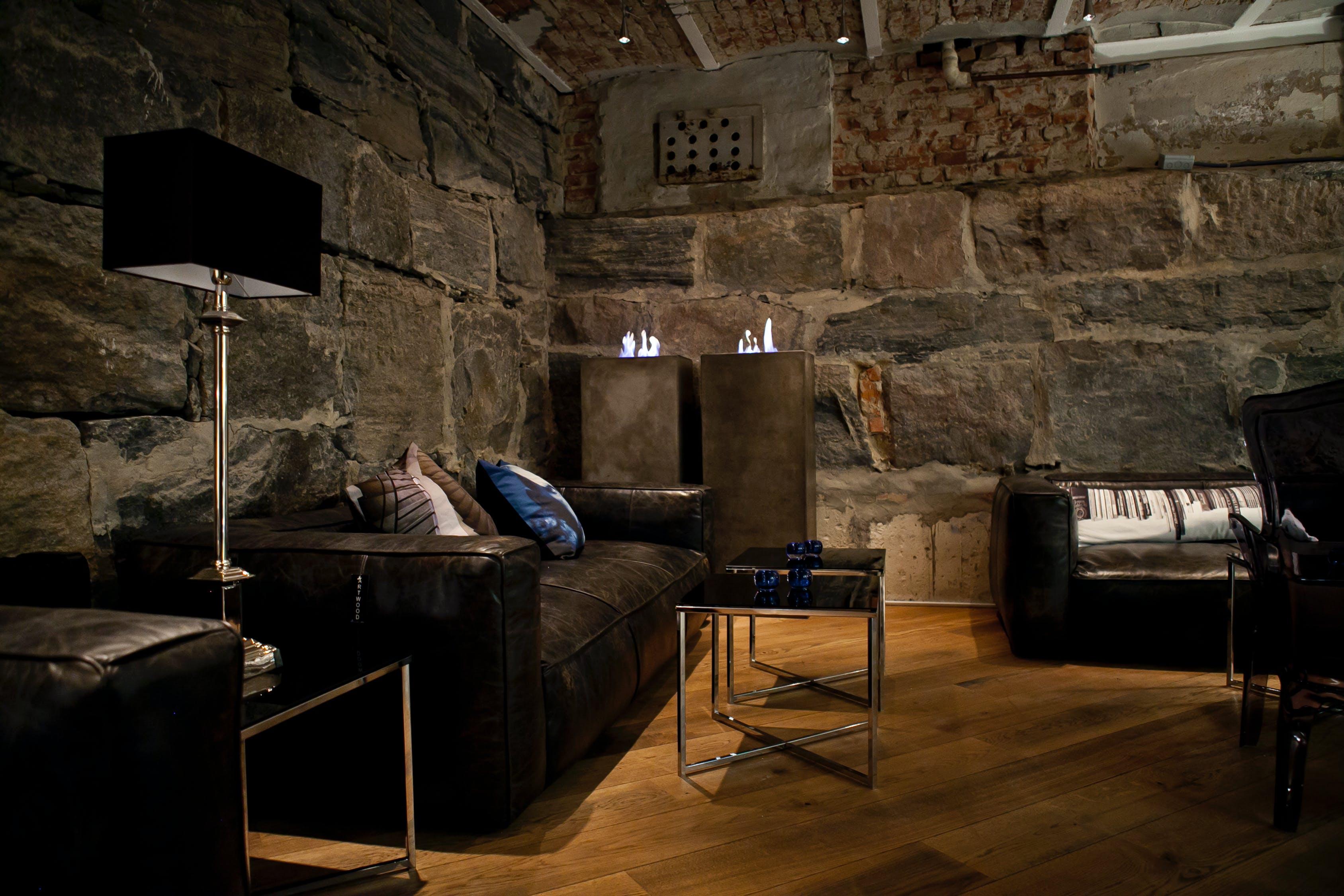 Das Bildt zeigt ein gemütliches Wohnzimmer, welches durch Infrarot Heizstrahler erwärmt wird.