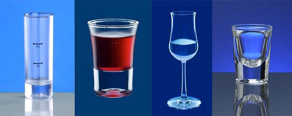 Schnapsglas aus Kunststoff und Shotglas Mehrweg