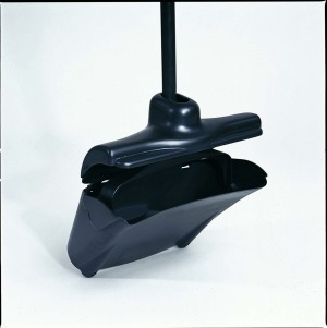 Lobby Pro® cleaning dust pan made of plastic in black RUBBERMAID